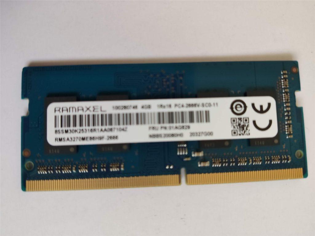 ThinkPad E495 取り外したメモリ