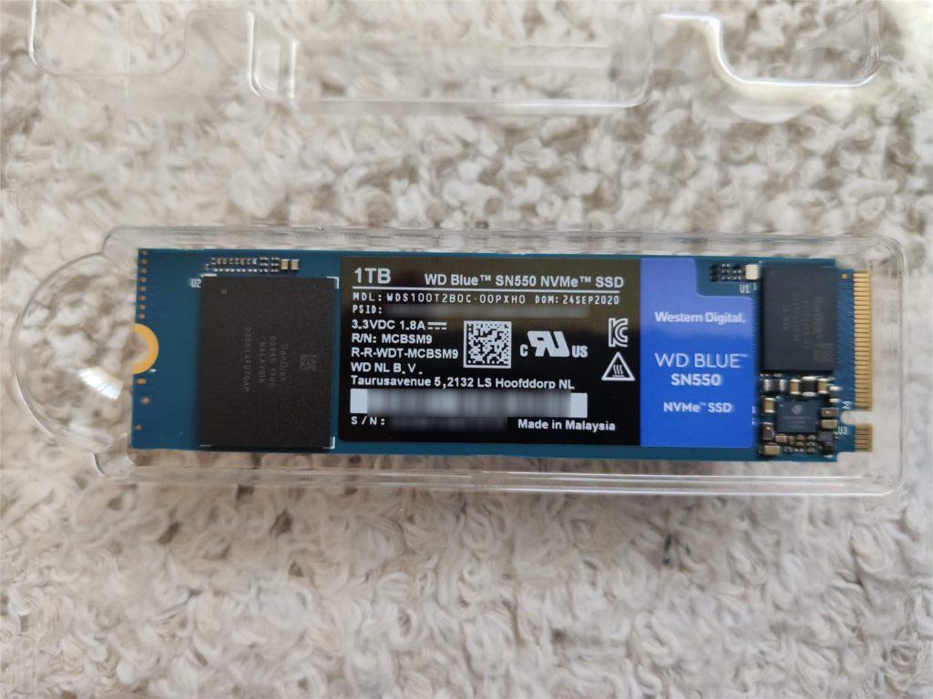 ThinkPad E495 取り付けるSSD